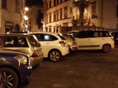 viterbo_scandalo3piazza_fontana_grande_auto_201503091141944_wud73p2hdwcpegcblvne0mf7k